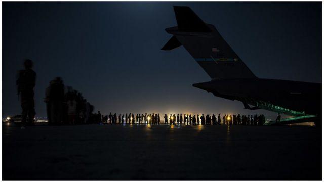Беженцы в аэропорту