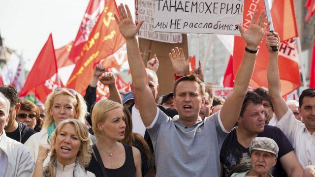زعيم المعارضة الروسية، أليكسي نافالاني، في مسيرة احتجاجية في موسكو في السادس من مايو/آيار 2012