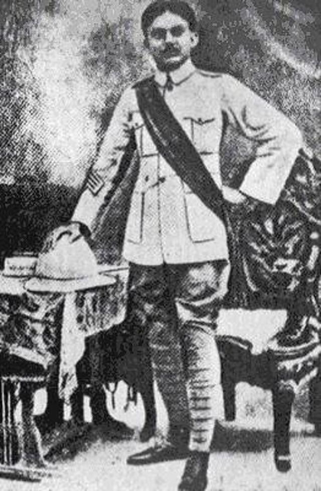 ব্রিটিশ ভারতীয় সেনাবাহিনীতে যোগ দিয়েছিলেন নজরুল ইসলাম