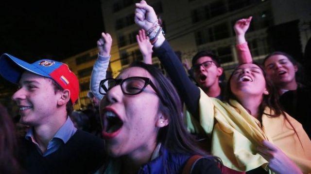 """Votantes del """"no"""" celebran el triunfo."""