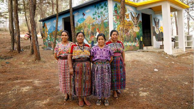 Rosalina Tuyuc, María Nicolasa Chex, Paula Nicho Cumez y María Elena Curruchiche