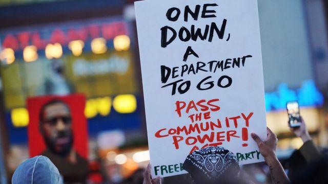 شعار علیه پلیس مینیاپولیس