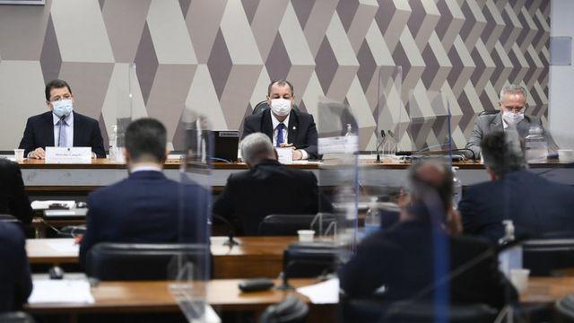 Senadores ouvem Marcellus Campêlo durante CPI