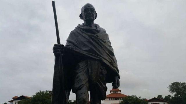 Mahatma Gandhi heykəli