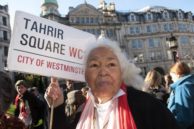 """شاركت السعداوي في عيد ميلادها الثمانين في احتجاجات حركة """"احتلوا لندن"""" أمام كاتدرائية القديس بولس"""
