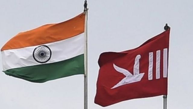 இந்திய தேசிய கொடி மற்றும் காஷ்மீர் மாநில கொடி