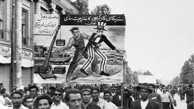 Protesta del Partido Tudeh de Irán (el partido comunista de Irán) en 1951 en Teherán.