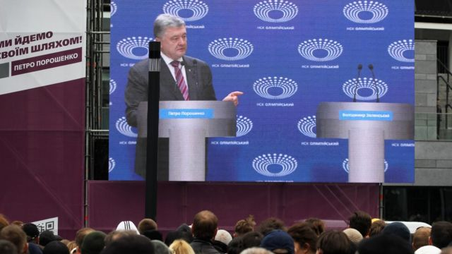 پترو پروشنکو یک بار بدون حضور رقیبش در مناظره حاضر شد