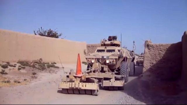 خودروهای زرهی ارتش افغانستان در حال عملیات پاکسازی در هلمند