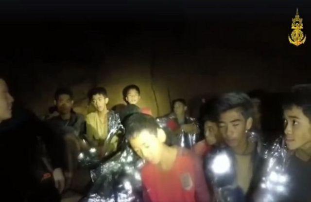 กลุ่มเด็กในถ้ำ