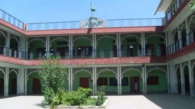 حقانیه مدرسه د پاکستان یوه له لویو مدرسو څخه ده، چې ویل کېږي د افغان طالبانو ګڼو غړو او مشرانو هلته درس ویلی دی
