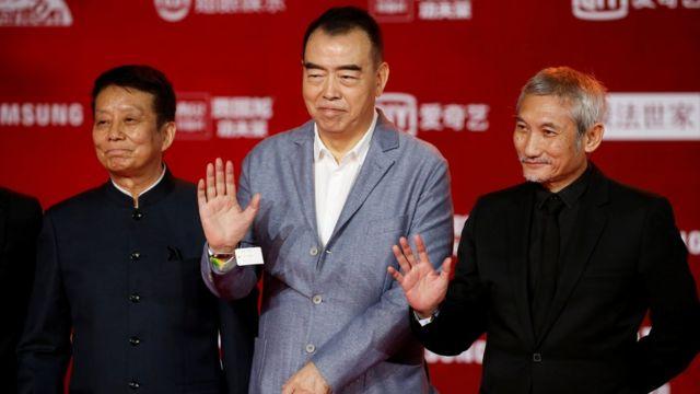 《长津湖》导演徐克(右)和陈凯歌(中)在北京电影节开幕式上