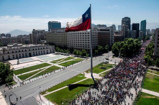 Protesta frente al Palacio de La Moneda el 30 de octubre
