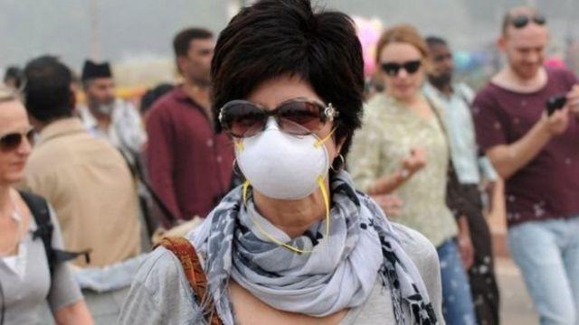 เริ่มมีผู้ใส่หน้ากากป้องกันมลพิษกันมากขึ้นตามเมืองใหญ่ของยุโรป
