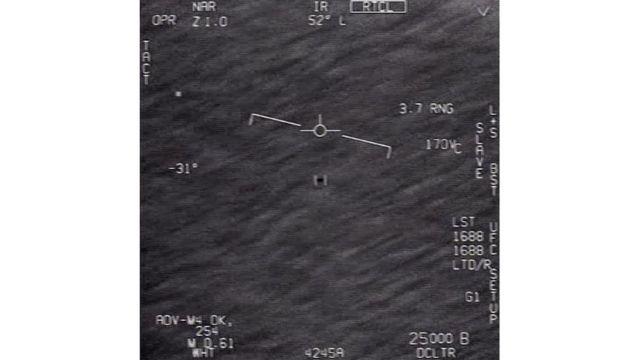 print de vídeo em que piloto identifica objeto no céu