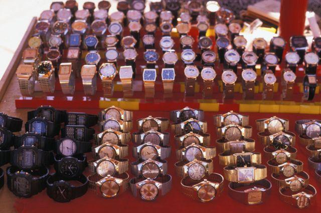 Relojes contrabandeados en Ciudad del Este, Paraguay.