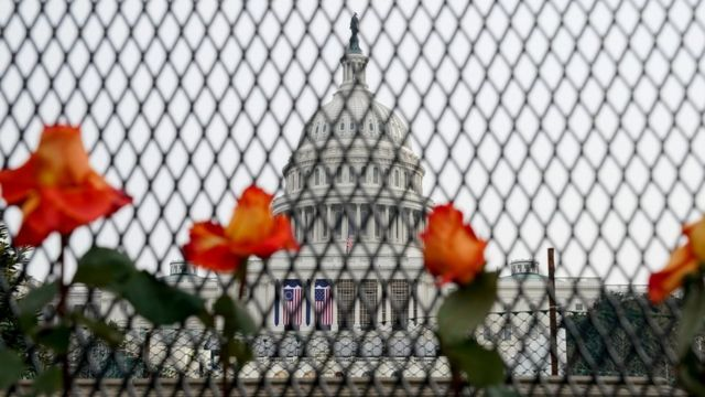 Tras el asalto al Capitolio, la sede del Congreso de EE.UU. está fuertemente custodiada por las fuerzas de seguridad.