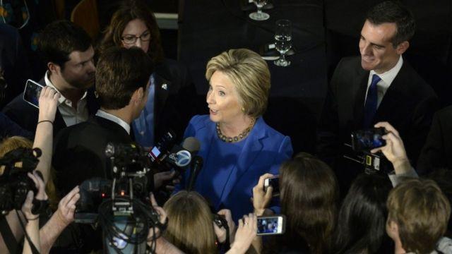 クリントン氏は共和党候補たちの「向こう見ず」な外交政策を批判