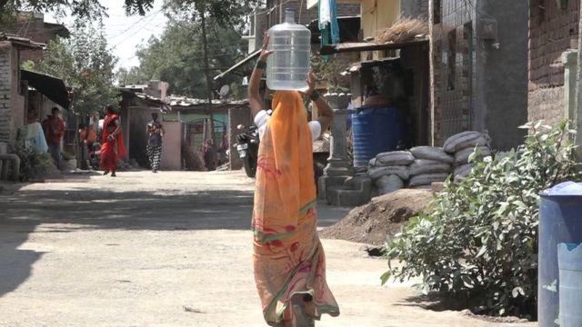 पिण्याच्या पाण्यासाठी आता जारचं पाणी वापरण्याचा पर्याय नागरिकांनीच शोधला आहे