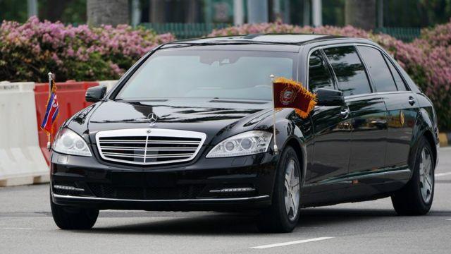 Vozilo u kome je navodno Kim Džong-un na ulicama Singapura