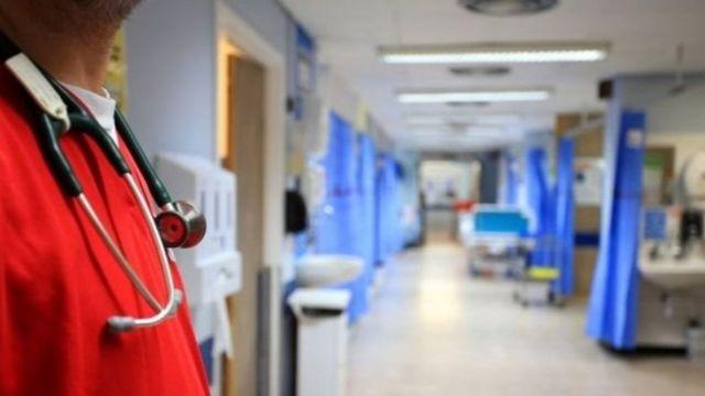 الحكومة البريطانية: من واجب العاملين في قطاع الصحة أن يبلغوا الشرطة في حالة الشكوك المتعلقة بالتطرف