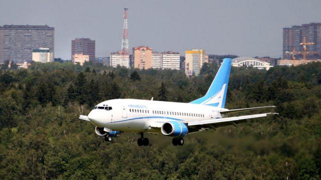Самолет на подлете к аэропорту Еревана