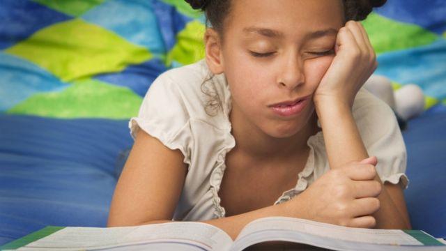 La cama no es el mejor lugar para evitar el sueño cuando se lee.