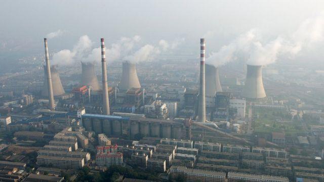 Usina de carvão nos arredores de Zhengzhou, na província de Henan, na China, em 28 de agosto de 2010