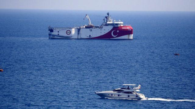 Oruç Reis gemisi, Antalya Limanı açıklarına demirledi.