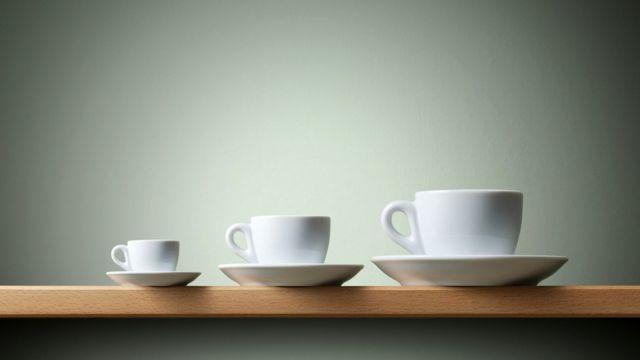 Три разные чашки