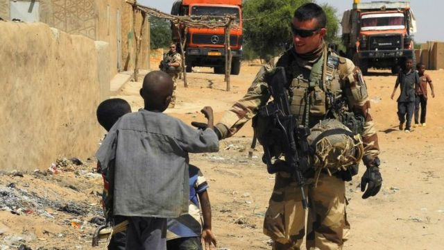 Французский военный в Мали