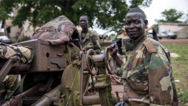Des représentants des groupes armés font leur entrée au gouvernement en Centrafrique.
