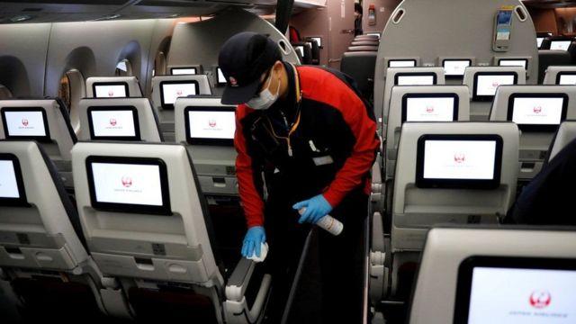 De nombreuses compagnies aériennes prévoient de reprendre les vols, mais elles doivent d'abord réduire les risques de Covid-19.
