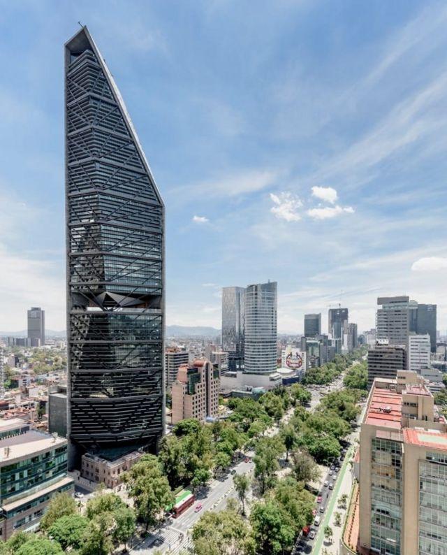 La vista frontal de Torre Reforma