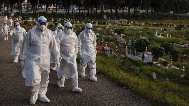 Koronavirüs resmi rakamlara göre yaklaşık 3,5 milyon kişinin ölümüne yol açtı ama gerçek rakamın çok daha yüksek olduğu düşünülüyor