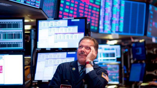 La semana pasada, la Bolsa de Nueva York registró su mayor caída en un día del último año.