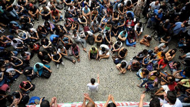 Estudantes reunidos