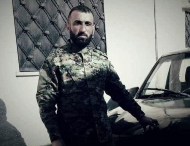 Dağlık Karabağ'da çatışmalarda öldüğü belirtilen Kinan Farzat, Suriye Milli Ordusu'nda albaydı.
