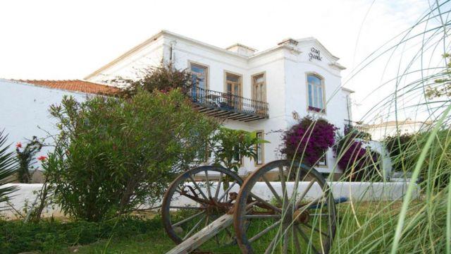 萨莉的大豪宅发展为葡萄牙布尔高的家庭旅馆,极具地方特色,风格奇特。