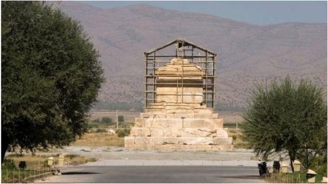 قبر قورش العظيم في إيران