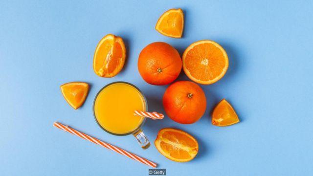 一项研究发现,每天喝两杯果汁的人大脑比完全不喝的人老两岁