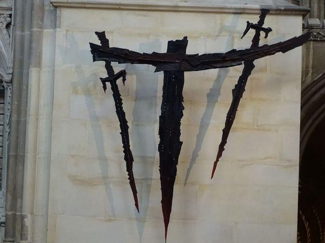 Четыре меча в Кентерберийском соборе