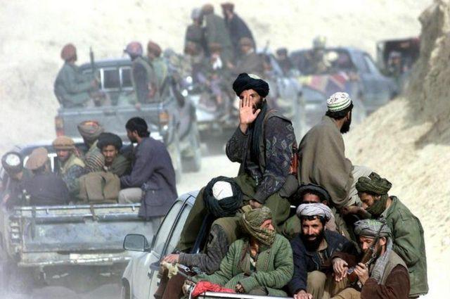Muitos membros do Talebã reconheciam apenas o mulá Omar como líder do grupo até Mansour se tornar o líder oficial