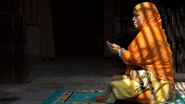 मुस्लीम महिला भाविक