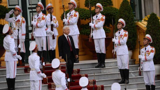 Nguyễn Phú Trọng, Tổng bí thư, họp chính phủ