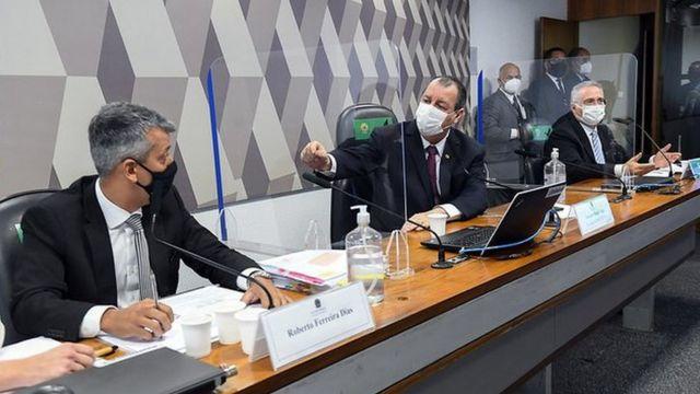 Omar Aziz discute com Roberto Dias na CPI