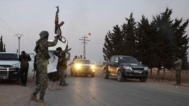 استهدف التفجير حشدا من المقاتلين المدعومين من تركيا