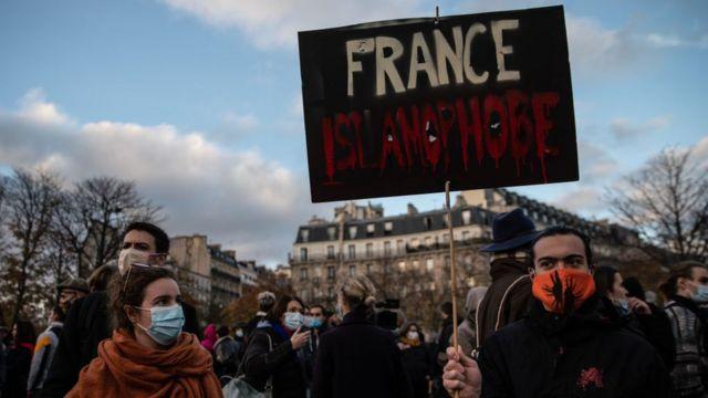 Protesta en Francia contra la islamofobia.