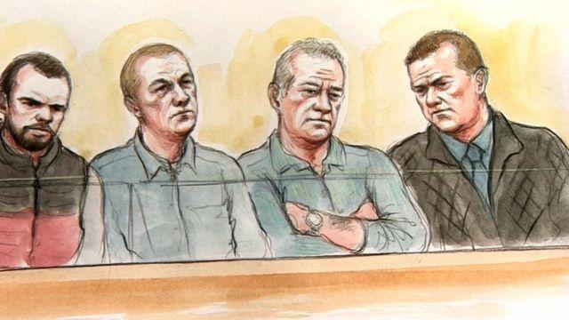Джордж Пауэлл, Лейтон Дэвис, Саймон Уикс и Пол Уэллс на скамье подсудимых