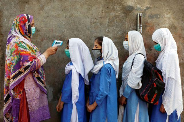 पाकिस्तान में छात्राएं